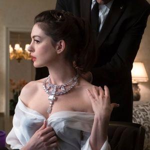 Anne Hathaway Cartier Toussaint Diamond Necklace as Daphne Kluger Oceans 8 Movie