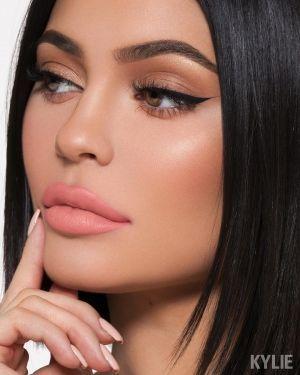 Kylie Cosmetics LA VELVET Lipstick Review